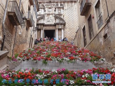 """西班牙东北部小城赫罗纳(Girona)每年的5月都会举行""""鲜花节""""(Temps de Flors)"""